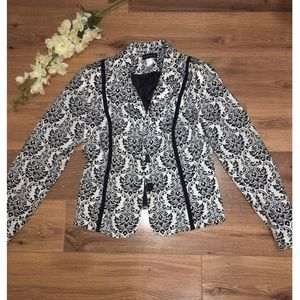 Venus Black and White Blazer Shoulder Pads